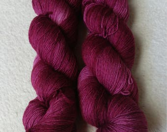 Lace yarn Merino hand dyed 100 g purple purpurea