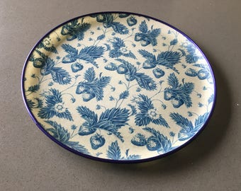 Round, Serving Tray, Decorative Tray, Strawberries, Blue and White, Keswick Fibre Glass Tray, Made in UK