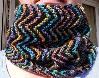 Black and multicolored zigzag collar