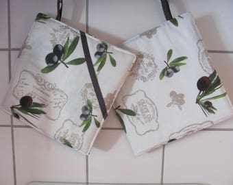 Oven mitts with olives motifs. 20 x 20 cm