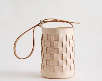 Weaver bucketbag