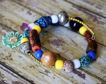 Bracelet in wooden beads