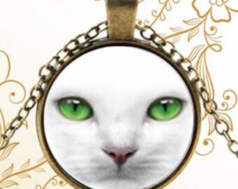 Elegant Green-Eyed Cat Face