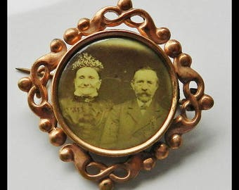Antiquarian 100 Years Old Brooch With Photo
