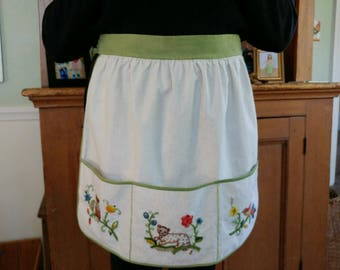 Vintage crewel embroidered half-apron with 3 pockets, hand-made, excellent condition bright colors