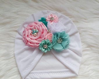 Turban with flowers in light pink and aqua