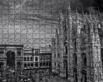 Puzzle of Milan, Milan Cathedral and the Vittorio Emanuele Gallery in black and white, 120 pieces, 20 x 28 cm