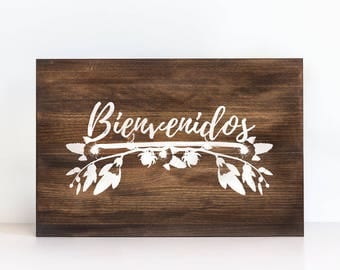 """Floral wooden """"Welcome"""" sign"""