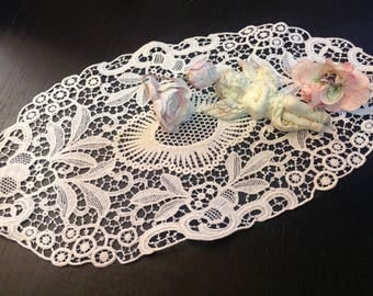lace  vintage .Thin Plauen lace - snow-white oval napkin, antic