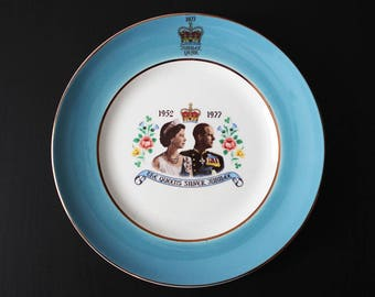 "8"" Queen Elizabeth silver jubilee plate, blue rim, made in England 1952-1977, Royal Earthenware"