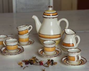 Coffee service with coffee pot, 8 cups and saucers and milk jug signed Gien model Etna, Gien, earthenware Made in France, coffee cups