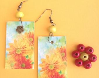 Pendant paper earrings flowers