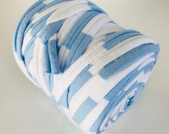 Large spool of trapillo bicolor blue and white
