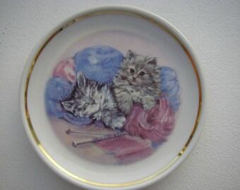 Vintage Stunning  Cats Kittens Ceramic Small Miniature Decorative Plate