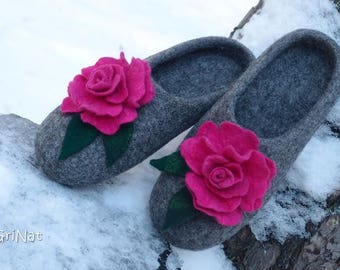 """Hand felted slippers """"Pink roses """" Woolen Clogs Gift for her  House shoes Women slippers"""