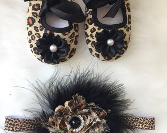 Black cheetah booties and matching feather headband/ crib booties and headband set/toddler booties and headband set/ cheetah theme