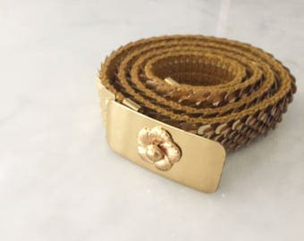 Vintage gold stretch belt with a fish scale design and a large round buckle with flower buckle.