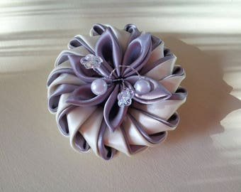 Flower Kanzashi way made in pale yellow and grey satin and Ribbon of pearls mounted on aluminum wire