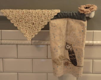 Kitchen Towel / Hanging Kitchen Towel Set with Crochet Wash Cloth and Scrubby /  Owl Print Kitchen Towel / Hanging Towels