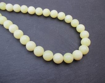 Yellow serpentine pale green: 5 round beads 10 mm