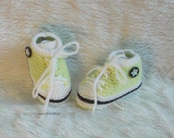 style basketball wool baby booties 0/3 months baby hand knitted black white green marietricotine
