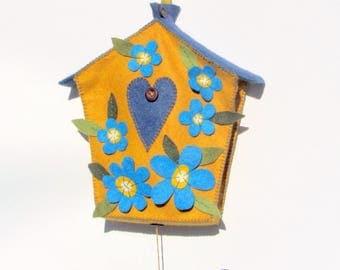 Decorative wall birdhouse with bird (dark yellow, blue) wool felt