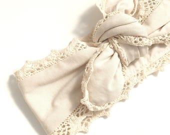 Bandeau / headband jersey crème et bord en dentelle beige à nouer