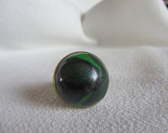 cabochon Adjustable ring round marbled polymer clay green and black on bronze metal