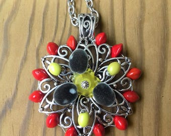 Sterling Silver decorated with multicolor seeds: réglise red zanzibar and toloman.