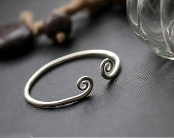 Twisted spiral ends 999 silver wire bracelet