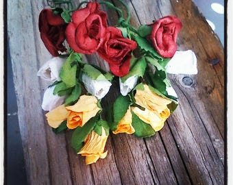 Set of 16 small artificial roses, yellow, white and red buttons
