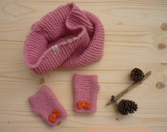 Snood and mittens with bows (5/6 years) Cherry pink and coral. Handmade wool
