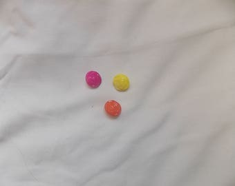 the flowers of different color buttons