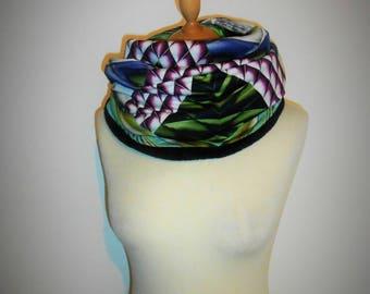 "Watch: ""Geometric graphic"" tubular scarf Snood, model woman"