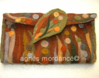 "Pocket and ""fauve"" - felted pure wool - a kind pin"