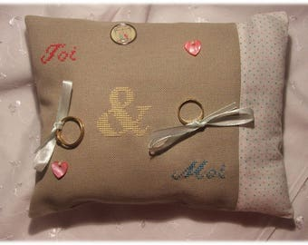 "Ring pillow embroidered ""You and me"""