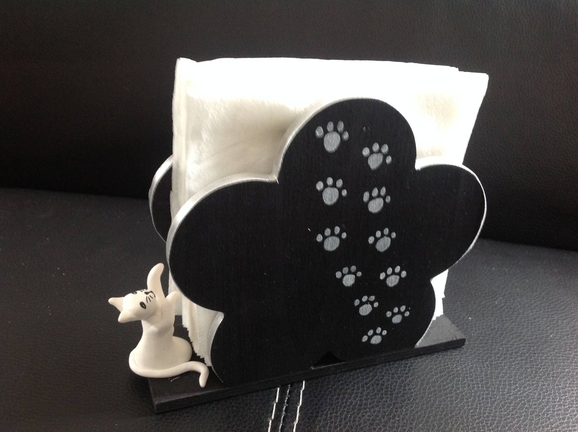 chat porte serviettes en papier noir et blanc je veux. Black Bedroom Furniture Sets. Home Design Ideas