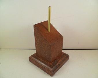 Socle en bois pour figurines bustes carré pan coupé. spccaca1