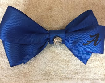 Initial bow with interchangeable jewles