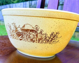 Pyrex FOREST FANCIES 403 Mixing Bowl