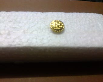 "Round gold button with shank ""OR2"" embossing"