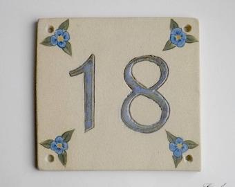 Door number '18' ceramic (stoneware), linen flowers blue on beige background