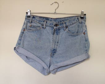 Vintage Levis 505 shorts/ denim shorts