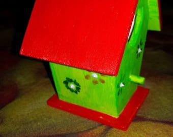Birdhouse / nesting box for home decor