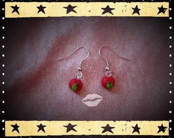 a pair of earrings in silver and two apples of 0.7 cm