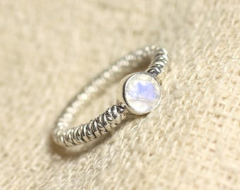 N225 - 925 sterling silver ring and faceted Moonstone round 6mm