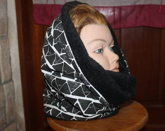 Simple fleece Snood black and white