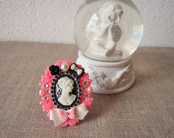 Baroque style with roses and rhinestone ring