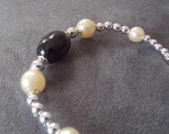 Beautiful black pearl bracelet, white and silver