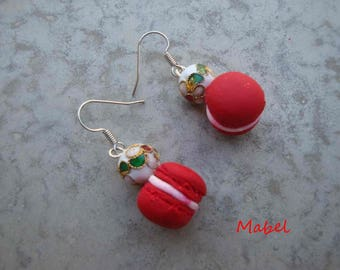 Macaron red sequin and white cloisonné bead earrings